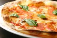 ピッツァは独自の配合で、概念を覆す美味さ!
