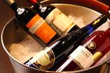季節に応じてグラスワインも豊富にご用意
